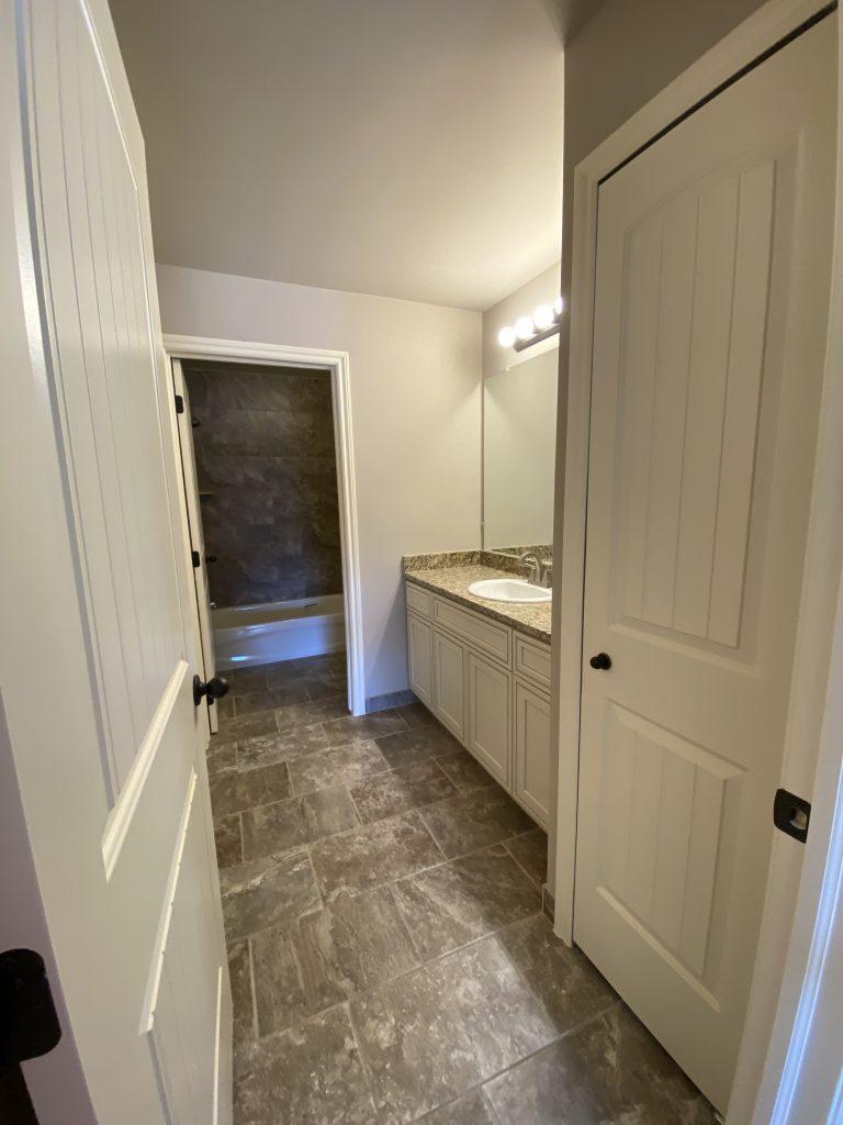 LF16 Main Bathroom