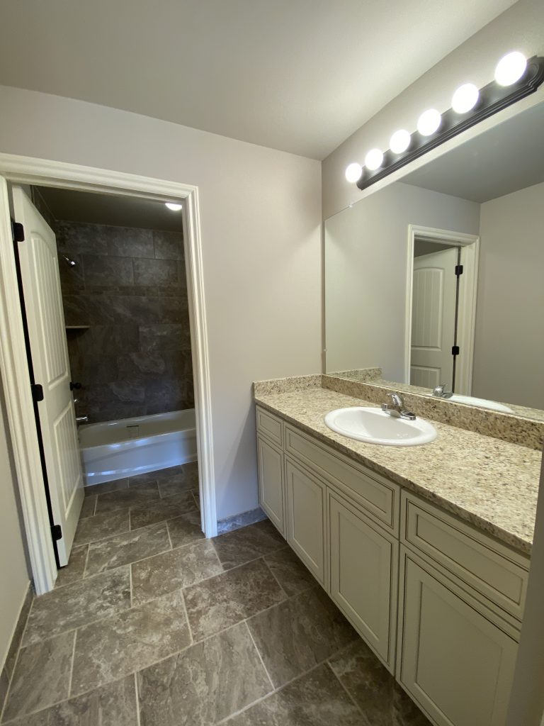 HMW28-Main Bath-2
