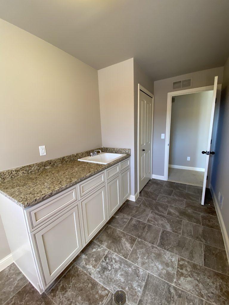 LF16 Laundry Room-2