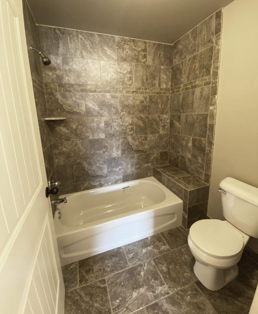 LF16 Main Bath-2